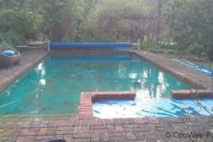 An old run down pool and spa in Harkaway